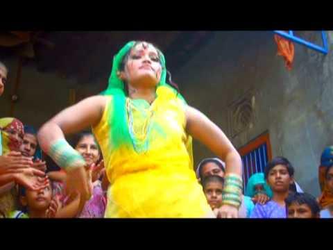 Mere Sir Pe Indi - Super Hot Haryanvi Love Song From Album - Sarkaari Saand: Please Like The Videos And Share Them.  Subscribe US At:- http://www.youtube.com/Haryanvihits  Like US At:  http://www.facebook.com/unisysmovies  Album: Sarkaari Saand (Sarkari Sand) Song: Mere Sir Pe Indi Singer:- Jaanu Rakhi, Sushila Naagar Music Director: Raju Punjabi Lyricist : Jaanu Rakhi Label: Parakh Entertainment