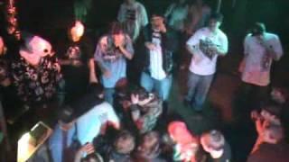 Hater Iscream dostává beatdown během jedný ze starších shows. VERY RARE !!!
