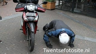 Luar Biasa, Bule Belanda Ini Pulang Kampung Pake Honda Supra X 125CC!