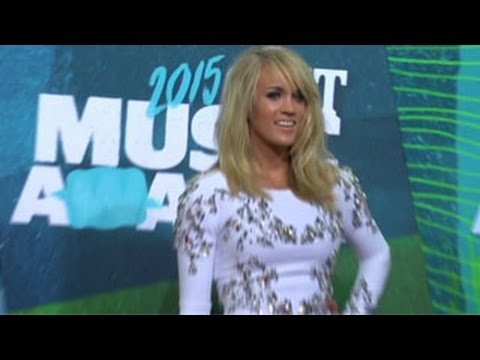 Carrie Underwood Wins  of the Year At CMT Music Awards 2015