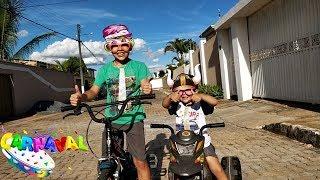 Rafael brincando de moto elétrica infantil com ÓCULOS ENGRAÇADOS :)