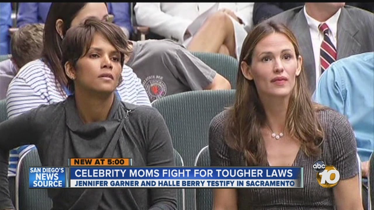 Halle Berry dan Jennifer Garner mendorong negara bagian Kalifornia untuk menciptakan undang-undang yang akan melindungi anak-anak publik figur dari kejaran paparazi.