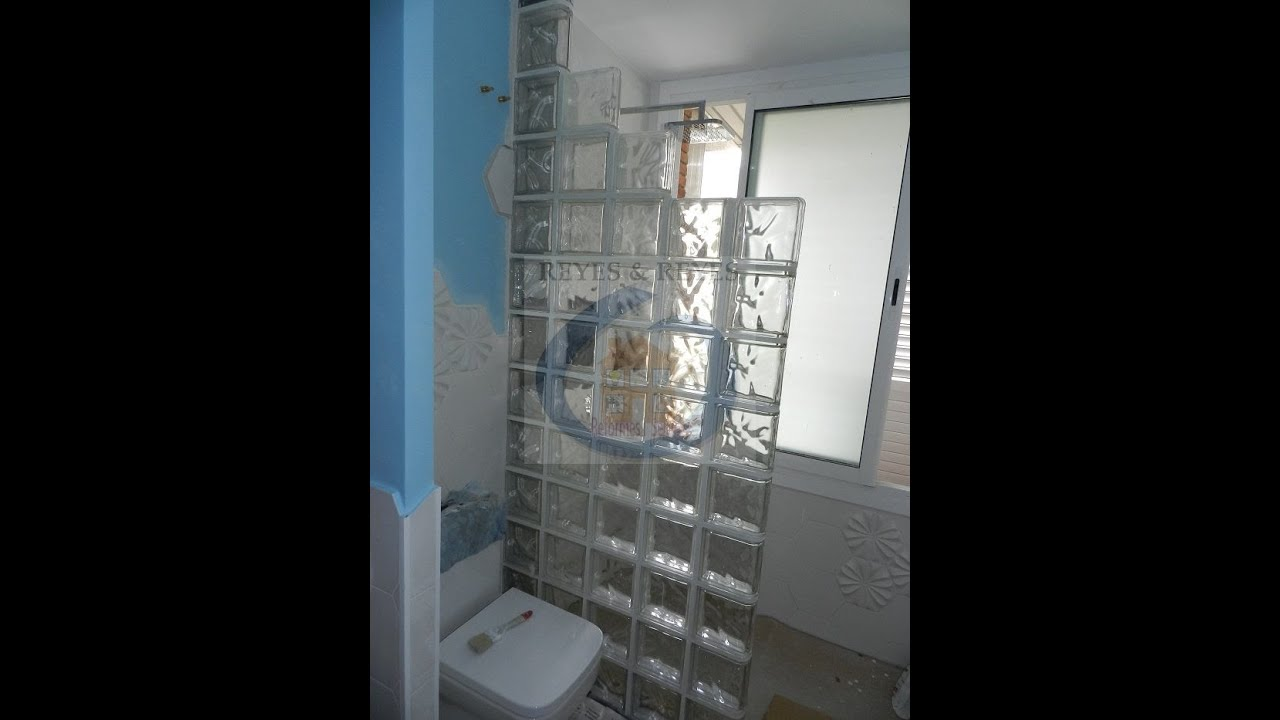 Reforma de ba o con ducha de obra y bloques de vidrio - Cuartos de bano de obra ...