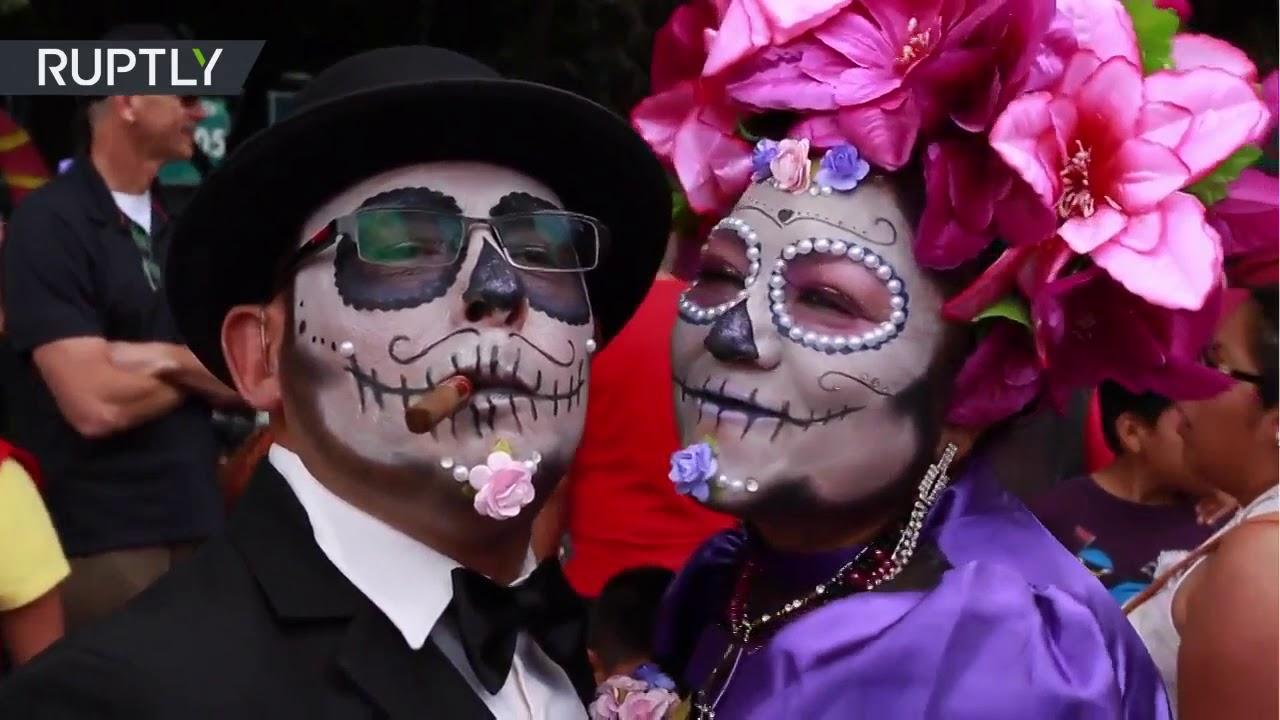 Multitudinario Desfile De Catrinas En La Ciudad De México Youtube