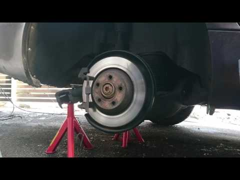 Audi A6 2.7 Quattro TDI 2009  - rear brake disc removal
