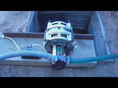 Откачиваем воду насосом от стиральной машины испытываем, проверяем производительность The pumped wat