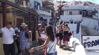 Santorini  -  l`isola  dalle  case  bianche  e  tetti  blu