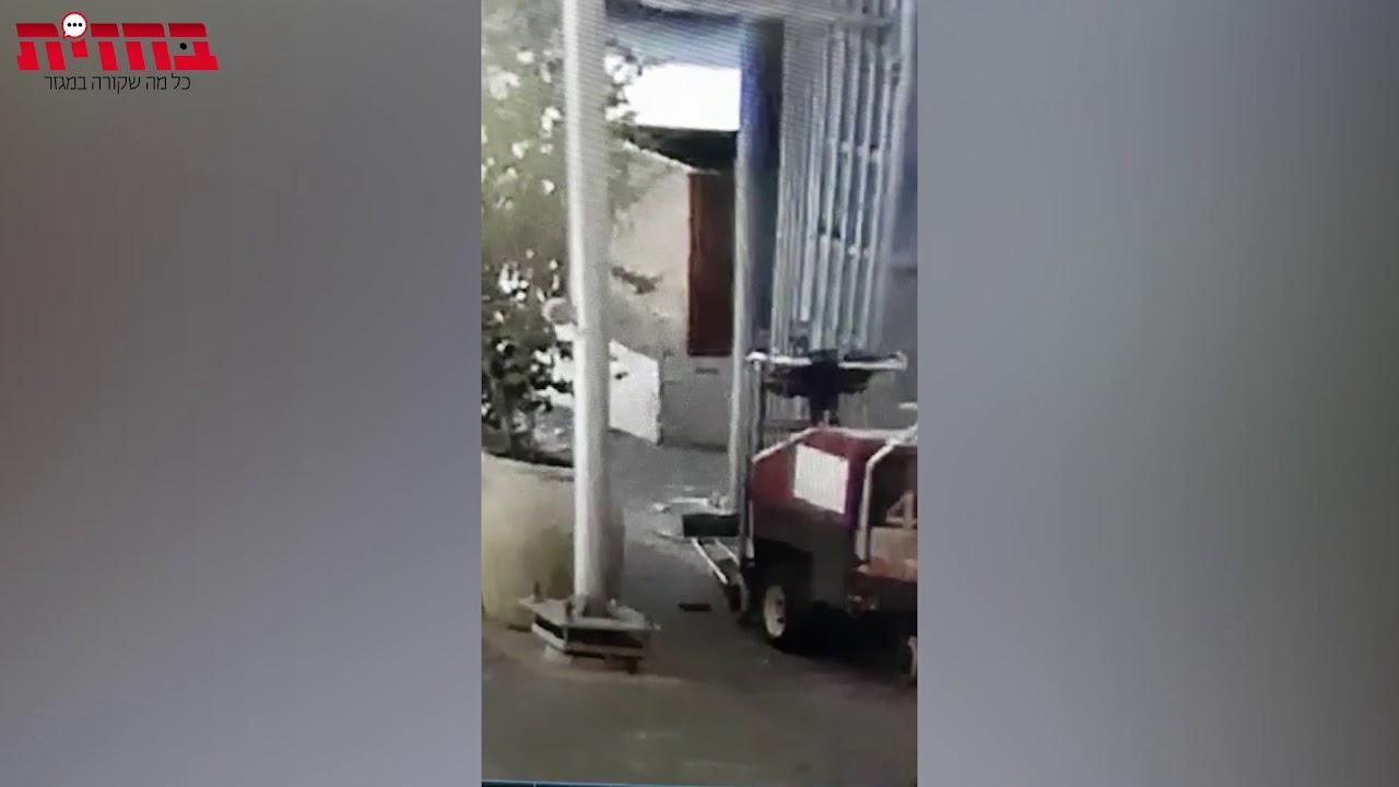 צפו בתיעוד ממצלמות האבטחה: המחבל ניגש לעובד במחסום ומנסה לחנוק אותו