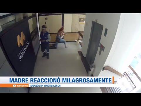 Video: mujer salvó a su hijo de año y medio de que caer desde un tercer piso
