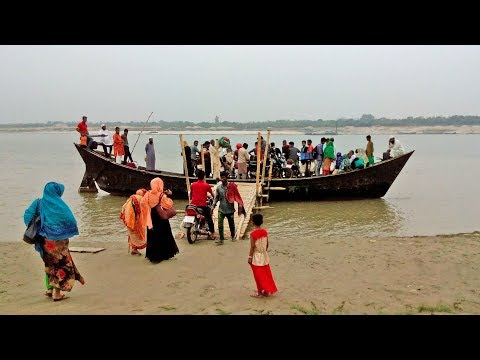 Enjoy Bort in river shilaidaha kuthibari, kushtia