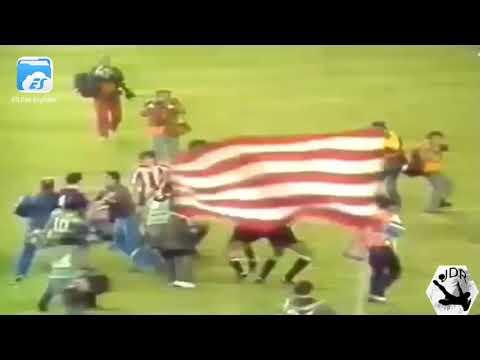 """Hace 36 años Maradona pateaba cabezas en la """"Batalla del Bernabéu"""""""