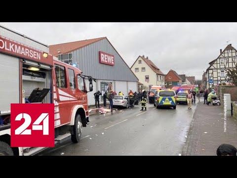 Машина въехала в толпу зрителей на карнавале в Германии - Россия 24