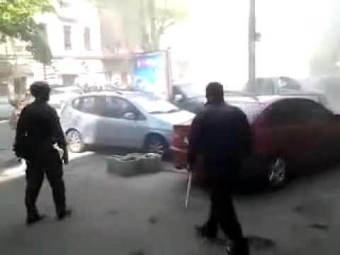15:36. От брошенной со стороны активистов Куликова
