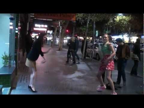 Carly Rae Jepsen - Call Me Maybe (Street Karaoke)