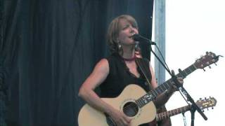 "Kathy Mattea, ""18 Wheels and a Dozen Roses,"" Greyfox Bluegrass Festival 2010"