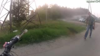 Экшн на веле или злая собака нападает))извините за мат..(Новосибирск,первомайский район,КСМ у кладбища владелец олень,должен собаку на поводке вести..но быдлу..., 2016-07-27T17:39:31.000Z)