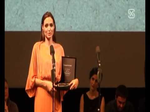 Angelina Jolie é homenageada em Sarajevo