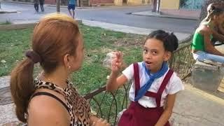 La lucha diaria para una periodista independiente: criar a su hija y reportar la verdad de Cuba