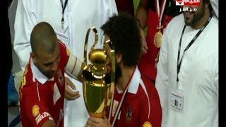 عماد متعب يجبر حسام غالي على حمل كأس السوبر