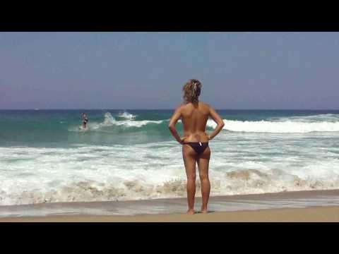 Surf San Sebastian en la playa de la Zurriola Donostia