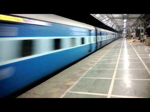 Kalyan Livered WCAM2P Hauls Indore Pune Express