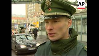 Final passport checks on German-Polish border