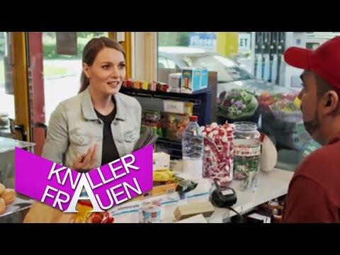 Knallerfrauen mit Martina Hill | An der Tankstelle [subtitled]
