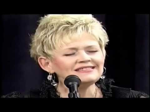 Sally Slayden-Berry performing I Can't Make You Love Me