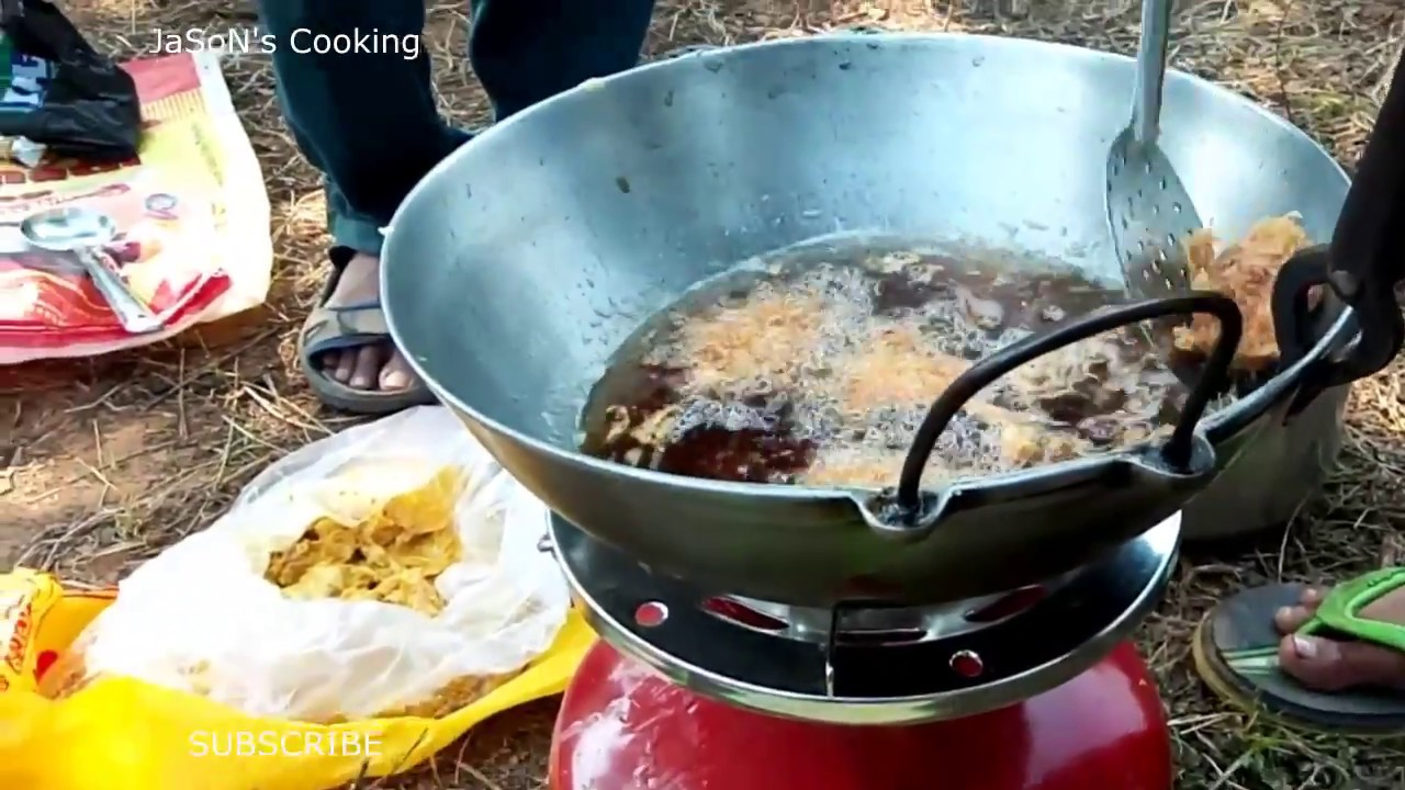 Cooking Delicious Chicken Pakora on a Picnic - YouTube