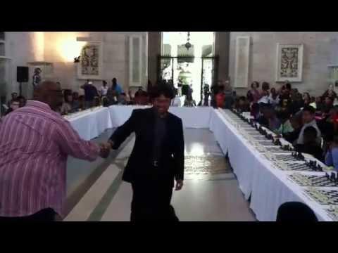 Hikaru Nakamura - Detroit Institute of Arts - chess simul 1/3 - applause & handshakes