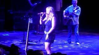 "Miranda Lambert performing ""The House That Built Me"" for her Mom for Mothers Day @ Shoreline"