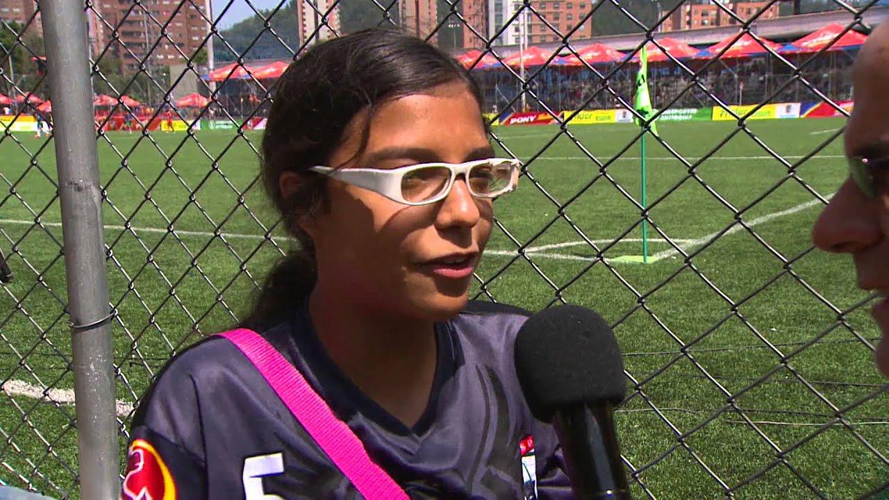 c0c86dcc8 En El Profe Aconseja: Juanita Carreño cuenta cómo es jugar con gafas  [Noticias] - TeleMedellin