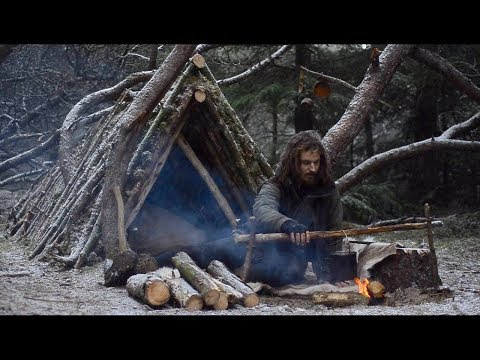 BUSHCRAFT TRIP - SNOW FALL, MAKING CARVING BENCH, REINDEER SKIN, FINNISH AXE, YAKUT KNIFE