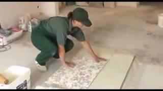 видео Как клеить виниловые обои на бумажной основе