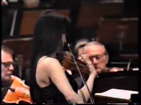 Siow Lee Chin plays Wieniawski's Violin Concerto #2 in D- with the SSO Part 2/2