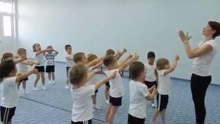 видео Материал по физкультуре (5, 6, 7, 8 класс) на тему:  Специальные беговые упражнения в подготовке легкоатлетов.
