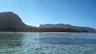 Mauricio  Maurice  Mauritius  Le Morne  2015 2 Vistas Le Morne Bravant desde el agua