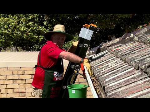 How to Clean Gutters - DIY at Bunnings