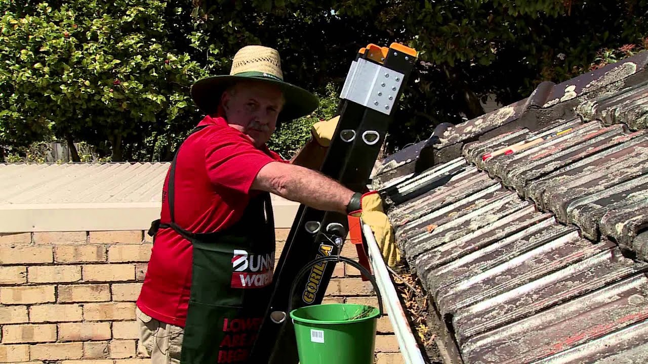 How to clean gutters diy at bunnings youtube how to clean gutters diy at bunnings solutioingenieria Images