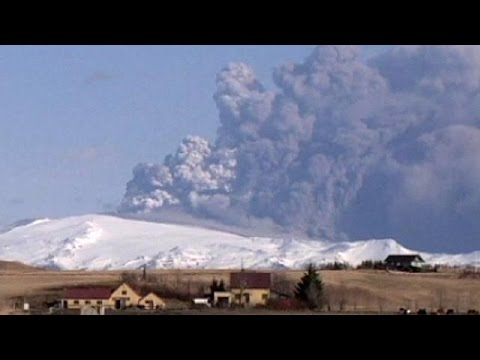 Air space closed over part of Iceland as Bardarbunga volcano begins erupting