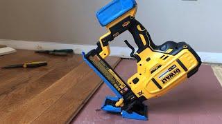 Dewalt 20 V brushless 18 gauge floor stapler / nail gun