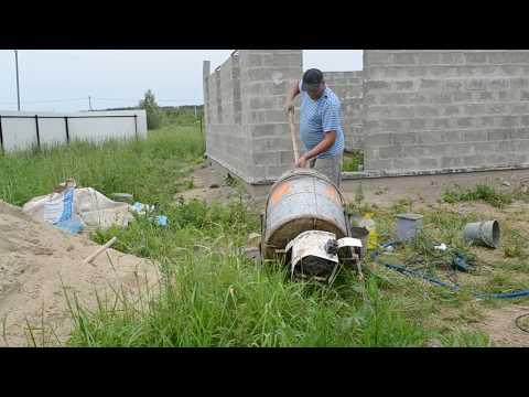 видео: Дом своими руками. Кладка стен из керамзитобетонных блоков.