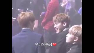 Video 170119 SEOUL MUSIC AWARDS - BTS JUNGKOOK CHATTING WITH SEVENTEEN download MP3, 3GP, MP4, WEBM, AVI, FLV Maret 2018