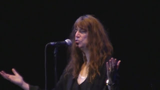 Patti Smith - Ghost dance - We shall live again- Earth day 2011 - live in Roma. wmv