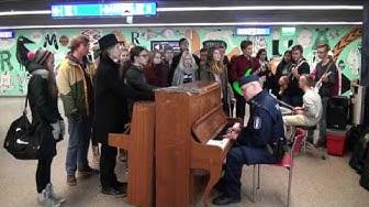 Hyvää itsenäisyyspäivää Suomi! T:Itä-Uudenmaan poliisi ja Martinlaakson lukion nuoret
