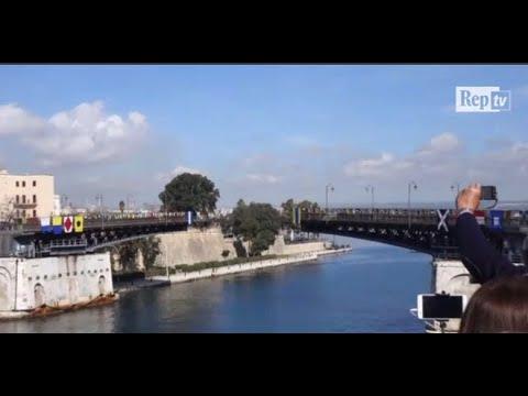 Taranto, il ponte girevole compie 60 anni: festa per l'apertura straordinaria