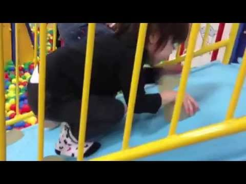 キッズファンタジー桃山3歳児 姫華ボールの中に滑り台^_^