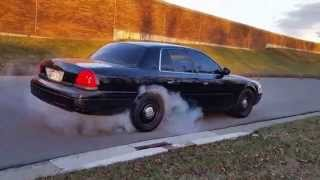 07 crown vic p71 flowmaster 40 series dumped at the axel burnout and take off