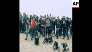 SYND 5 5 79 MODS AND SKINHEADS RAMPAGE ON BANK HOLIDAY