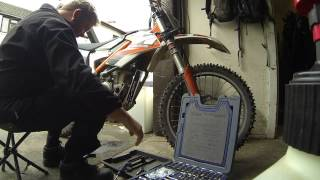 How To Replace A Water Pump Seal On A KTM